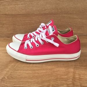 Converse Hot Pink Canvas Lo-Top sneakers